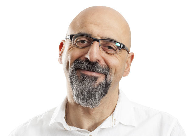 Smiling man wearing a pair of glasses